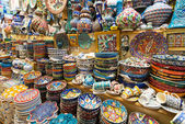 A variety of oriental items offered for sale at the Grand Bazaar in Istanbul, Turkey — Stock Photo