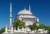 вид на nuruosmaniye мечеть в стамбуле — Стоковое фото