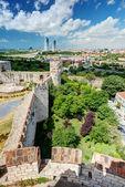 从塔 yedikule 堡垒的伊斯坦布尔的视图 — 图库照片