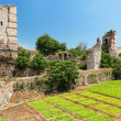 The ruins of famous ancient walls of Constantinople in Istanbul, — Stock Photo