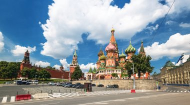 View of the Saint Basil cathedral and the Kremlin in Moscow, Rus