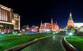 Manezhnaya Square at night in Moscow — Stock Photo