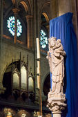 The Statue of Virgin and Child inside Notre-Dame de Paris — Stock Photo