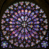 Rose stained glass window in the cathedral of Notre Dame de Pari — Stock Photo