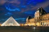 The Louvre museum at night in Paris — Stock Photo