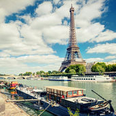 View of the Eiffel tower from the river Seine — Stock Photo