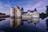 The chateau of Sully-sur-Loire at night, France — Foto Stock