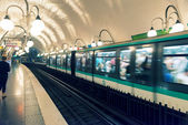 PARIS - OCTOBER 24, 2013: Metro station in Paris — Foto de Stock