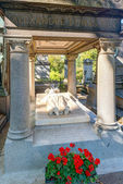 Tomb of the Alexander Dumas in the Montmartre Cemetery in Paris — Stock Photo