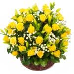 Постер, плакат: Natural yellow roses in a basket