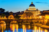 Night view at St. Peter's cathedral in Rome — Stock Photo