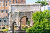 El arco de septimio severo en el foro romano, roma — Foto de Stock