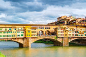 Ponte Vecchio over Arno river in Florence — Stockfoto