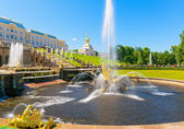 Grand Cascade and Samson Fountain in Perterhof Palace, Saint Pet — Stock Photo