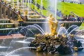 Samson Fountain in Perterhof Palace, Saint Petersburg — Stock Photo
