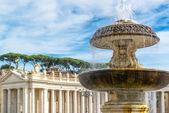 фонтан на площади святого петра в ватикане, рим — Стоковое фото