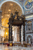 Interior of St. Peter's Basilica in Rome — Stock Photo