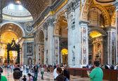 Interior of Saint Peter's Basilica in Rome — Stock Photo