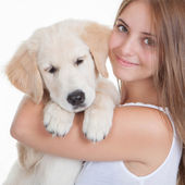 Girl holding pet labrador puppy — Stock fotografie