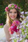 Natural beauty summer young woman — Stock Photo