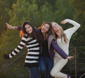 Group of happy friendly fashion teens — Stock Photo