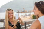 Teens taking photos with generic smart phone — Stok fotoğraf