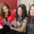 Group young women friends chatting at home and using laptop to l — Stock Photo