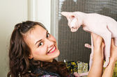 Young beautiful woman holds a cat — Stock Photo