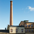 Smokestack towers over the old industrial building — Stockfoto