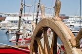 Stuurwiel van een oude zeilschip, close-up — Stockfoto