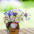 Bouquet of daisies on the table in the garden. Summer background — Stock Photo