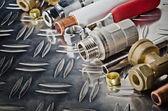 金属表面上の配管入口管弁 — ストック写真