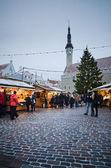 TALLINN, ESTONIA - DECEMBER 08: People enjoy Christmas market — Stock Photo