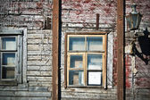 Wall of the old wooden house requiring restoration, close up — Stock Photo