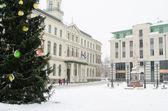 Calle de la vieja riga en día de nieve antes de navidad — Foto de Stock