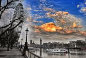 London by night and early morning — Stock Photo