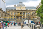Tourists and Parisians in front of Palais de Justice Paris, Fran — Stock Photo