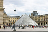 In the square in front of the Louvre. Paris. France — Stock Photo