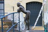 Statue of a naked girl leaning on the railing of the bridge — Stock Photo