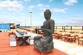 春の海岸に。デン ・ ハーグで屋外カフェの像 — ストック写真