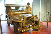 Car war correspondent at the Museum of the Battle of Normandy. — Stock Photo