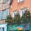 Foto Stock: Decorative Christmas trees on house facade in Chartres, France