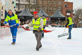 Workers removes snow on the rink in the Dutch city of Eindhoven. — Stock Photo