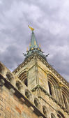 Spire of the cathedral in the abbey of Mont Saint Michel. Norman — Stock Photo
