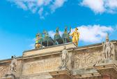 Triumphal Arch (Arc de Triomphe du Carrousel) at Tuileries. Pari — Stock Photo