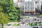 Parisians and tourists on Montmartre. Paris. France — Stock Photo