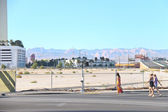 People go on the road in the central part of town in Las Vegas, — Stock Photo