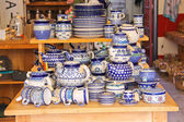 Sale crockery in a shop in Dordrecht, Netherlands — Stockfoto