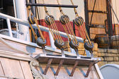 Blocks and ropes on the ancient sailboat — Stock Photo