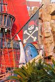 Piracki statek w staw w pobliżu treasure island hotel w las vegas — Zdjęcie stockowe